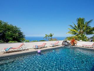 A Perfect 10 *** Ocean View Pool Waterfall Hot Tub, Kailua-Kona