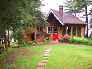 Booth Lane - 3 Bedroom 4 Season Cottage, Bancroft