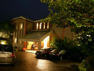 Dala Rooster bungalow,Panchgani entrance at night.