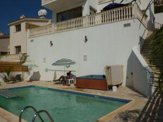 Villa Athena Private pool Jacuzzi free internet, Peyia