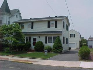Picturesque 2 Bedroom, 1 Bathroom House in Cape May (6098)