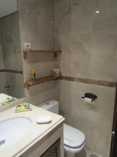 2e bathroom