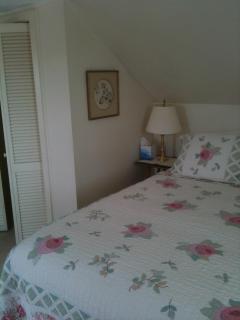 Upstairs bedroom, queen size bed