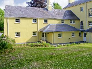THE BEECHES, family friendly, character holiday cottage, with a garden in Carmarthen, Ref 7026