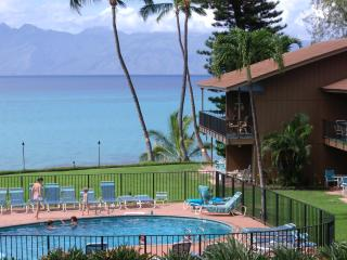 AFFORDABLE MAUI OCEANFRONT 2BED, 2 BATH-GREAT REVIEWS, Lahaina