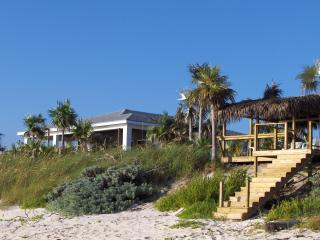 Vacation House on Fabulous Double Bay Beach, North Palmetto Point