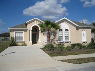 Luxury 4bdrm 3 bath rental villa close to Disney, Haines City