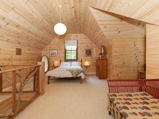 Rose Gum Cottage attic bedroom - queen bed plus room for a child