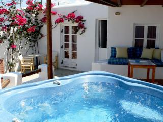 Lovers'Paradise-w/private swimming pool & Jacuzzi, Kastraki