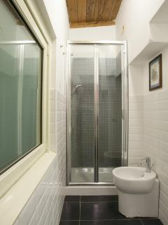 STUDIO 1 SHOWER
