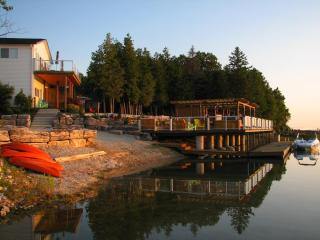 Mac's Shacks Waterfront Cottages - The Huron