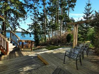 Waterfront Home Close to Town! - (Alba Vista), Friday Harbor