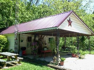2 bedroom, river-side cabin, near Shoals IN