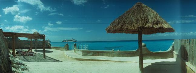 Small condo, lovely sand sunning area and easy dock or ladder access to the best island snorkeling.