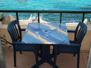 BEACHFRONT FOR TWO ALL AMENITIES AT HALF THE PRICE Cantamar 302 near town North, Cozumel