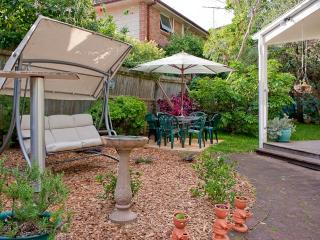 Swing lounge & outdoor setting for relaxing in the garden.
