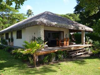 Otemanu Cottage -  Absolutely Waterfront!, Port-Vila