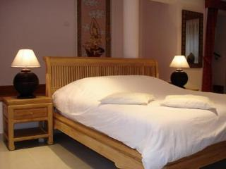 Bedroom with kingsize bedm