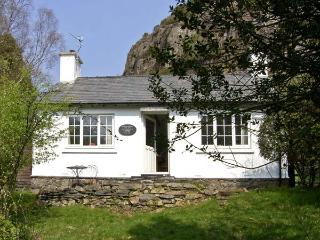 PENLAN, pet friendly, character holiday cottage, with a garden in Beddgelert, Ref 6909