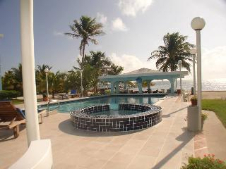 Spacious 1, 2 & 3 Bedroom Oceanfront Rentals Great Location