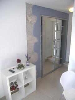 entrance / wardrobe