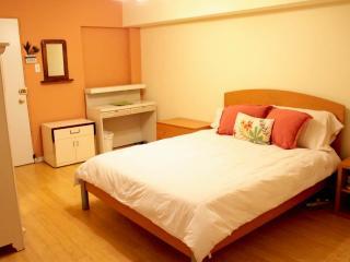 Bedroom with Queen Tempurpedic Bed