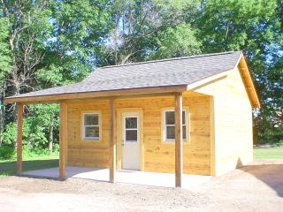 Deeg's Outdoor Adventure Cabins - The Bear