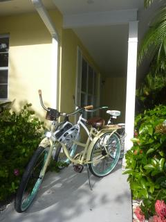 2 complimentary bicycles. Additional ones upon request. Enjoy Olde Naples leaving the car at home