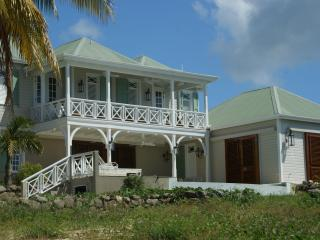 Beautifully Decorated Waterfront Villa, Nevis