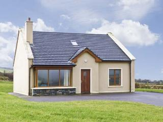 NO. 8 DINGLE PENINSULA COTTAGE, family friendly, country holiday cottage, with a garden in Lispole, County Kerry, Ref 4598