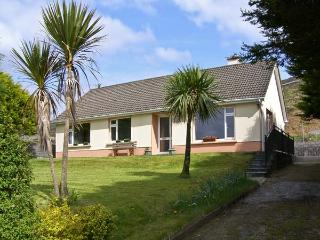 CILL MAOLCEADAIR COTTAGE, family friendly, country holiday cottage, with a garden in Ballydavid, Ref 4632