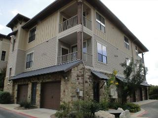 Condo Located in The Hollows Resort with Pool, Lake Access, Gym, Restaurant