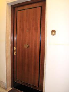 Indipendent Door of the Suite