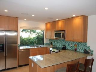 Ekahi 36a  1Br 2Ba condo sleeps 4, Fully Renovated, Wailea