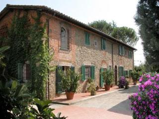 Lovely accommodation in a typical tuscan farmhouse. Last Minute Offer in August