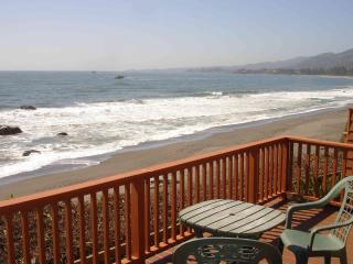 When we say OCEAN FRONT we mean it! View N. to Brookings- Enjoy the sandy beach! - Ocean Front Vacation Cabin