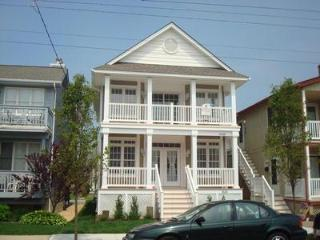 GOLD COAST.BEAUTIFUL HOME.ASBURY AVE.2 BLOCKS TO BEACH.WIFI