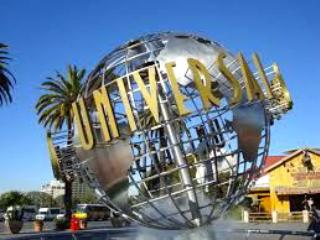 a 10 minutes drive to Universal Studio