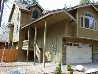 Luxury 4 Bed,3 Bath - HotTub,Pool,WiFi - $149.00!, South Lake Tahoe