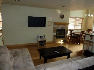 3 Bedroom, 3 Bath Hot Tub, WiFi,Pool From $99.00!, South Lake Tahoe