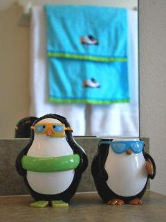 Penguin bathroom - detail