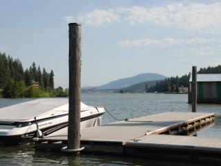 A quick 6 minute boat ride or a beautiful scenic 15 minute drive to downtown Coeur d'Alene!