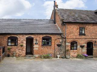 ORCHARD COTTAGE, pet friendly, character holiday cottage, with a garden in Edlaston, Ref 6964, Ashbourne