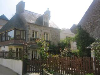 Traditional 2 bedroom cottage near Dinan (B018), La Vicomte-sur-Rance
