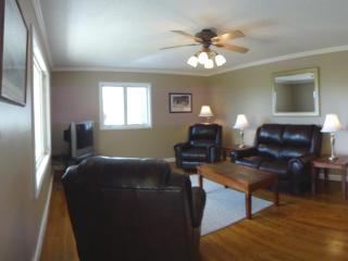 LIving Area, leather furnishing, hard wood floors. Clean, nice and very neat.