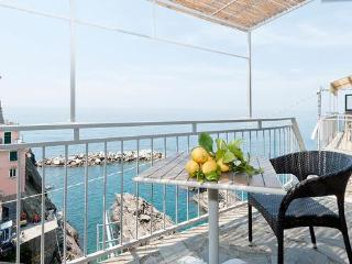 Manarolavistamare - Sea view rooms and apartments + stylish aptment        Air Conditioning and free Wi-Fi