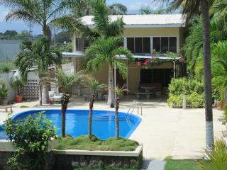 Costa Rica Rustic Beach House -Large Private Pool, Punta Arenas