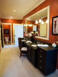 Master Suite Bath - Double vanity, steam shower, jacuzzi tub
