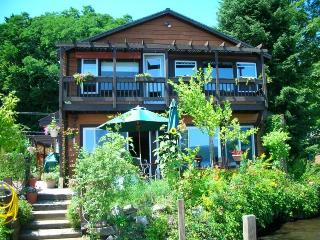 Island View Vacation Home directly on Lake George, Hague