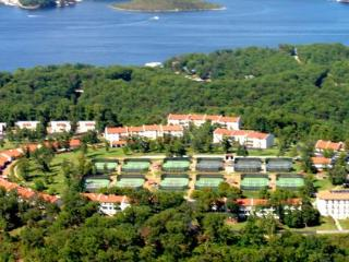 Spacious Condo at Country Club Resort and Spa, Lake Ozark